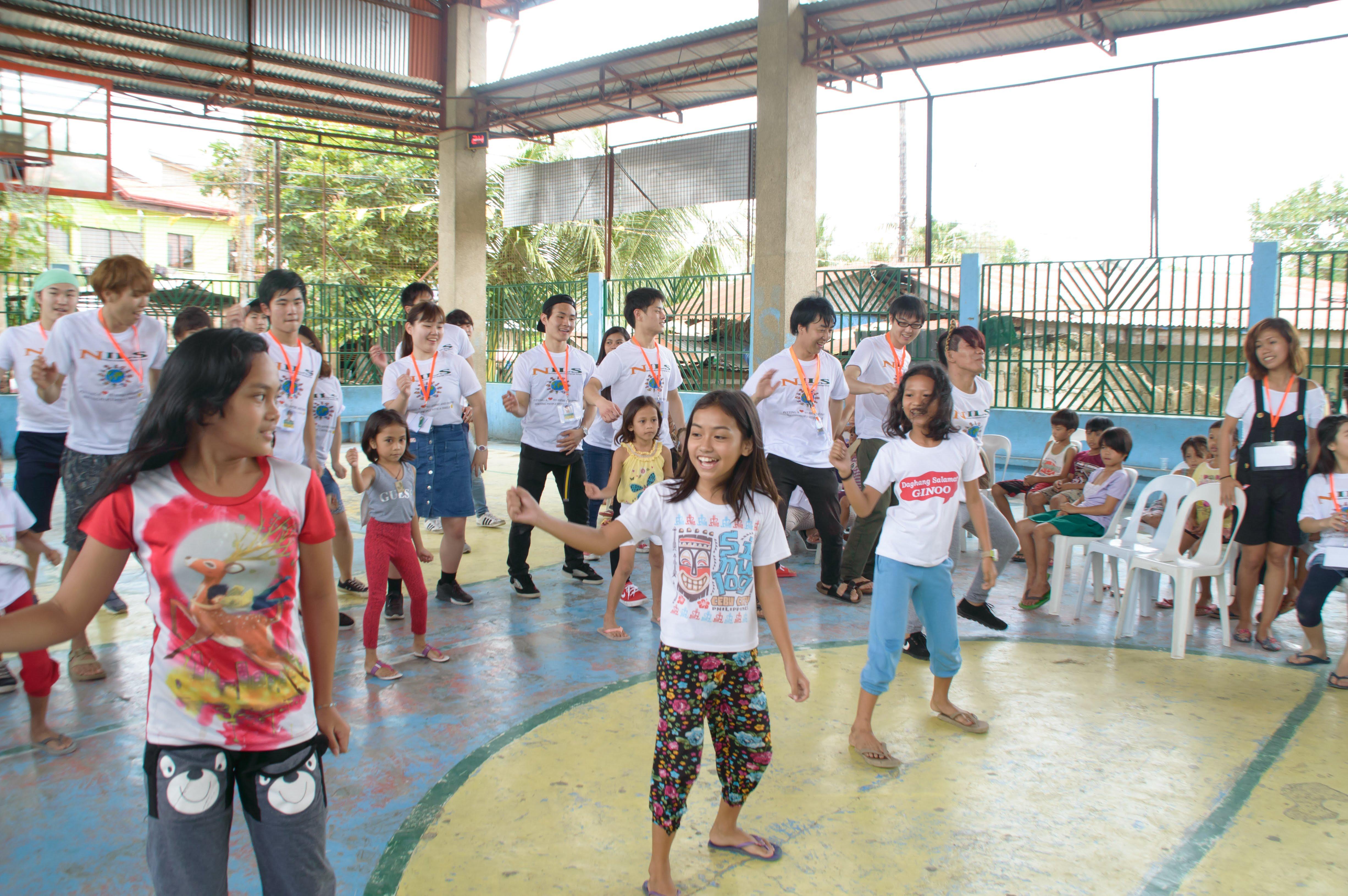 子どもたちのお返しダンス