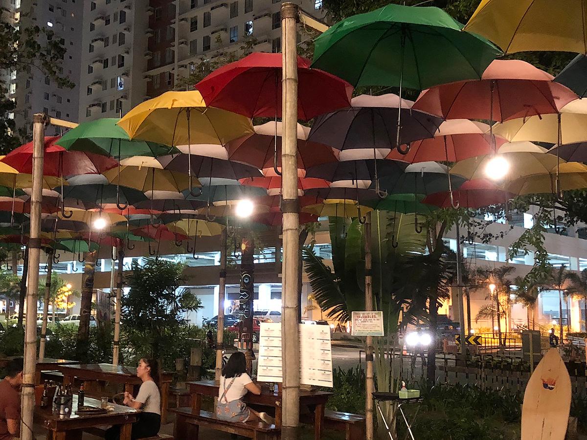 Shaka1階の傘ラウンジ