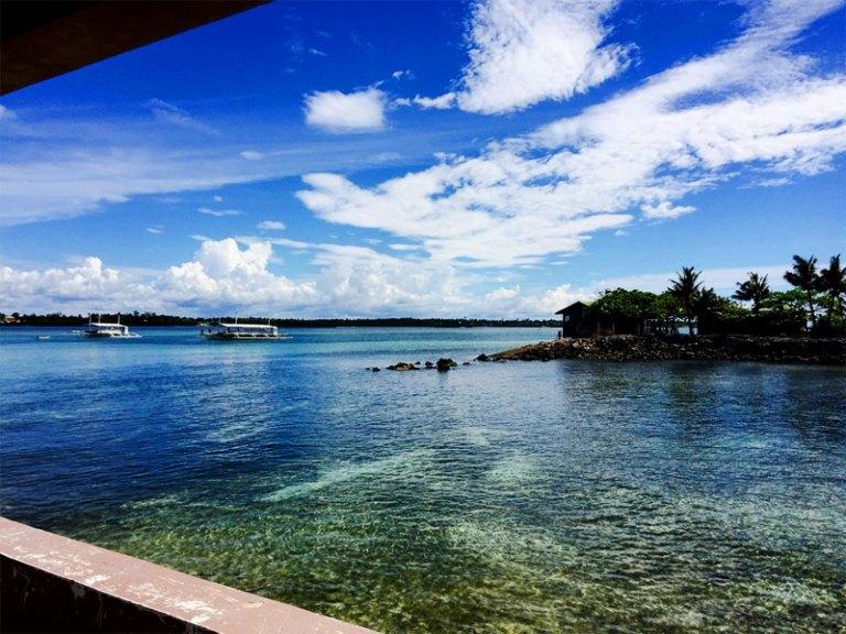 オランゴ島の海
