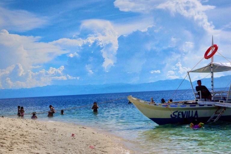 バンタヤン島の海