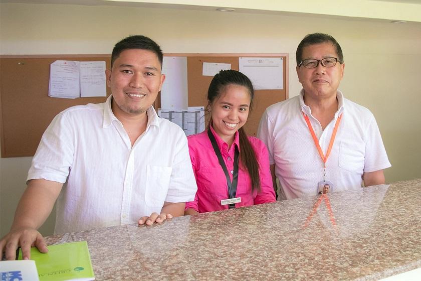フィリピン人スタッフとノリさん