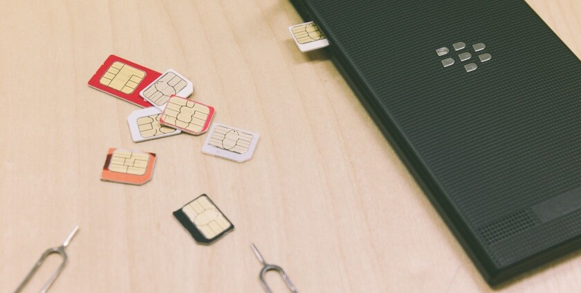 携帯とSIMカード