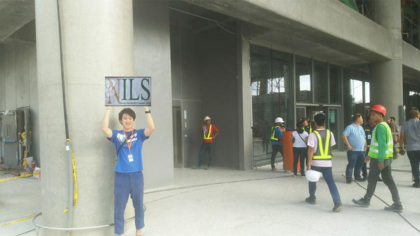 NILSピックアップスタッフが出口でお待ちしております!