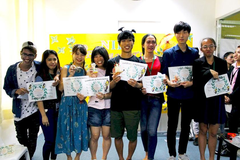 コンテスト出場者と担当の先生で記念撮影