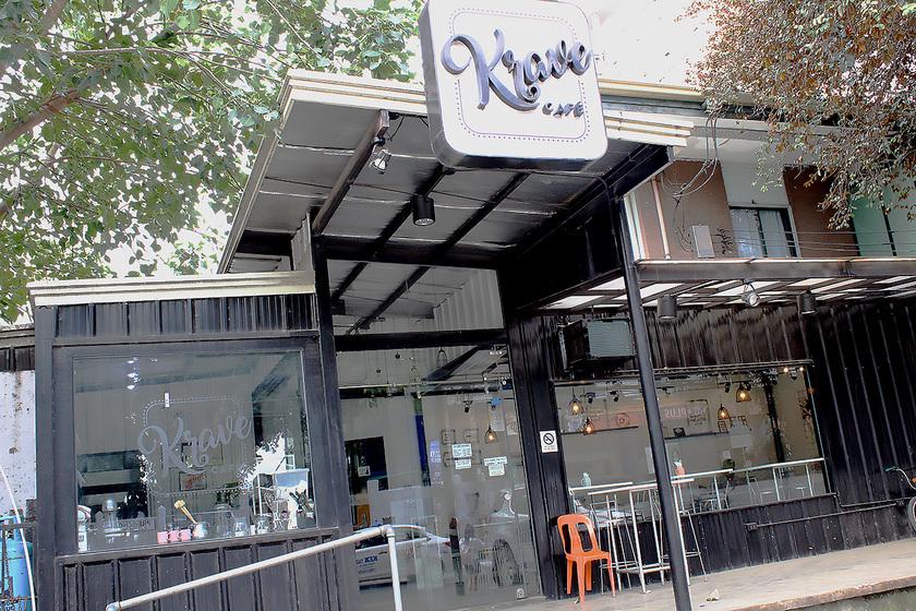ホテルとなりのカフェ「Krave Cafe」