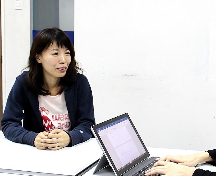 インタビュー中の美咲さん