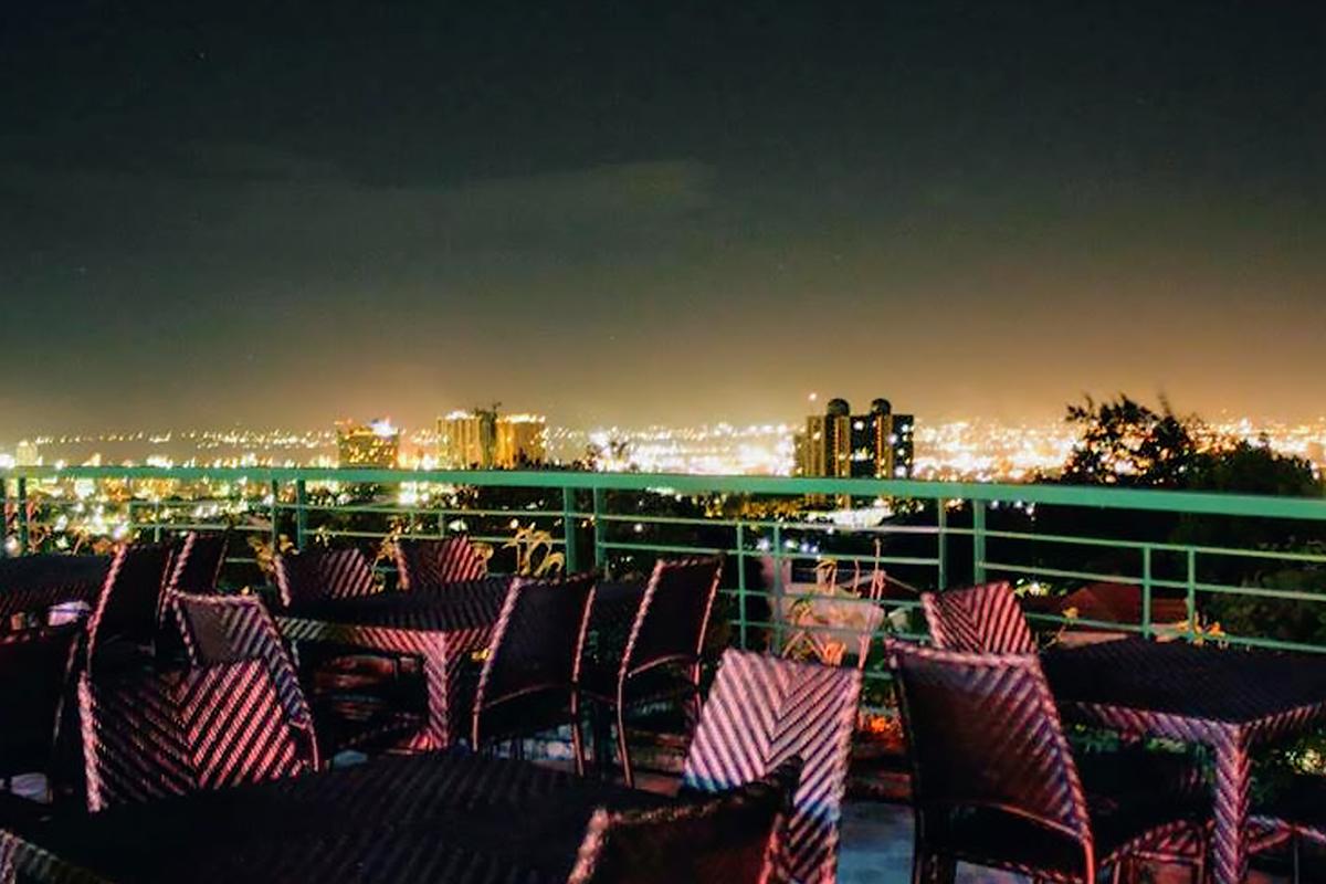 夜景を見ながら食事が楽しめる