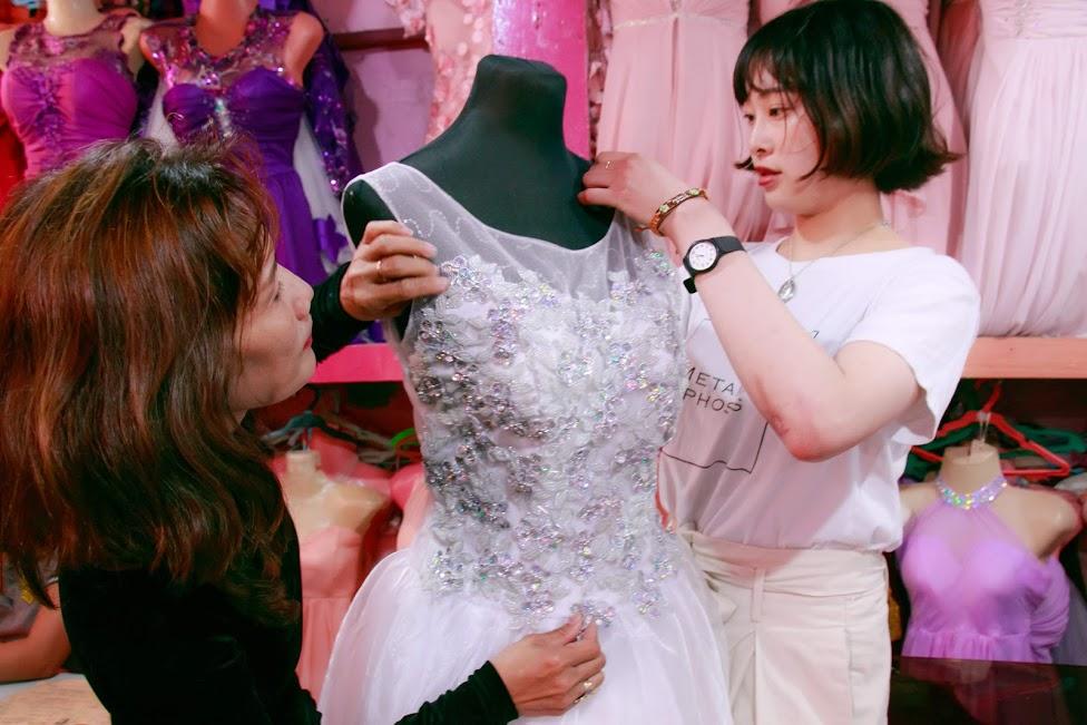 ドレスを制作中