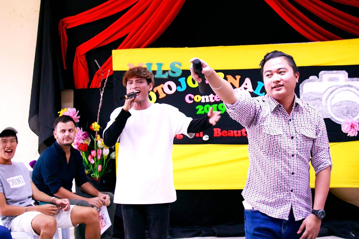 歌うのが大好きなフィリピン人の先生達です