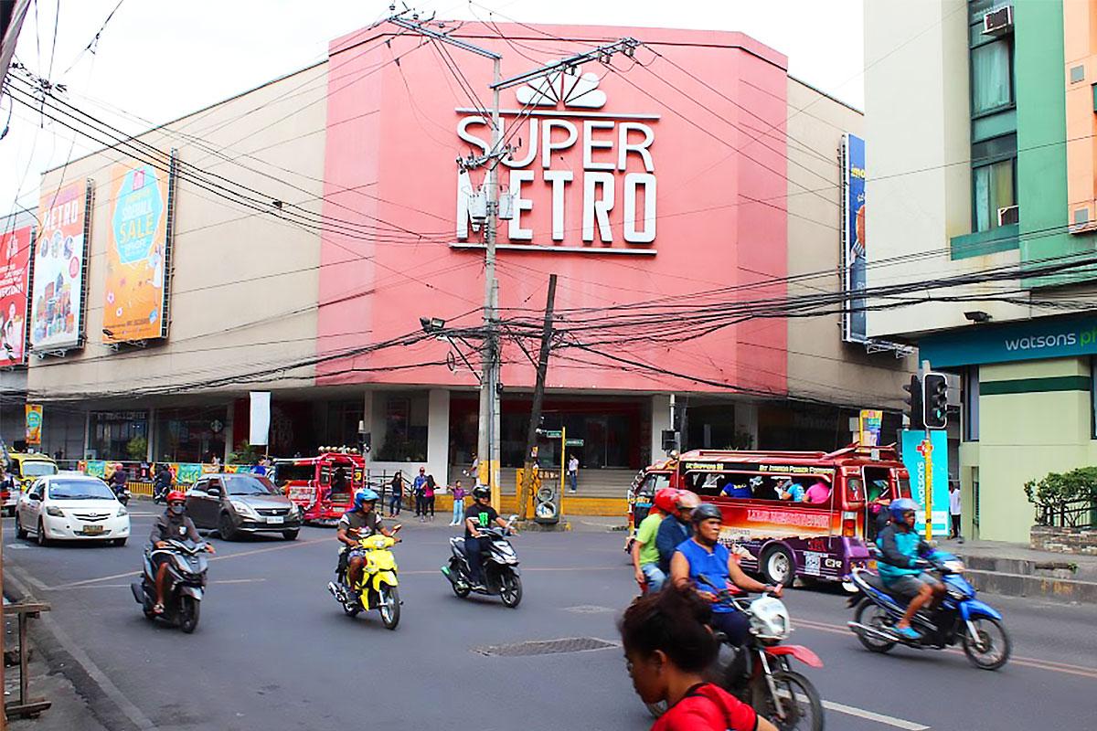 街中を走るバイクタクシー