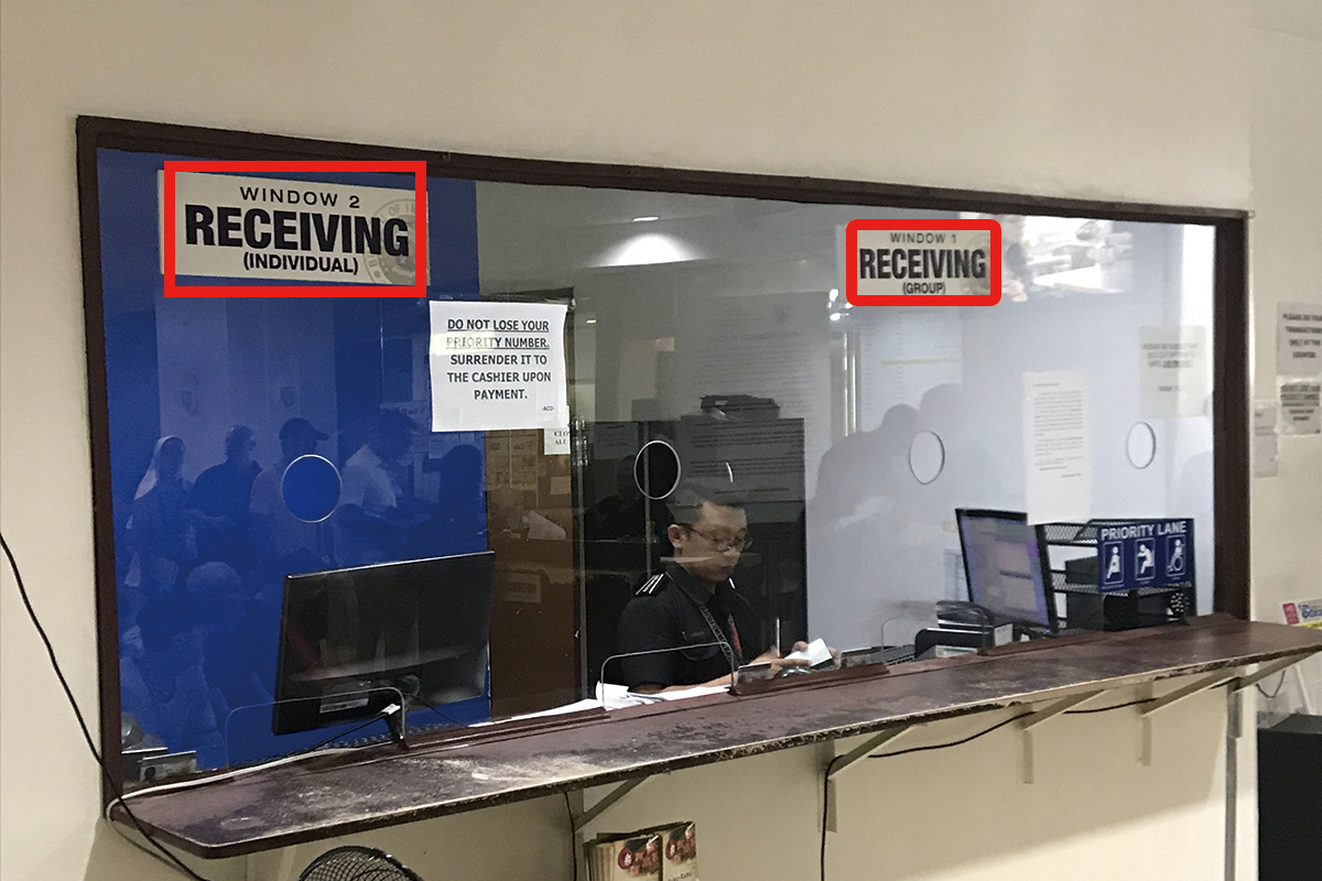 セブ島のJセンター・モール内にあるイミグレーションのRECEIVING(受け取り)窓口