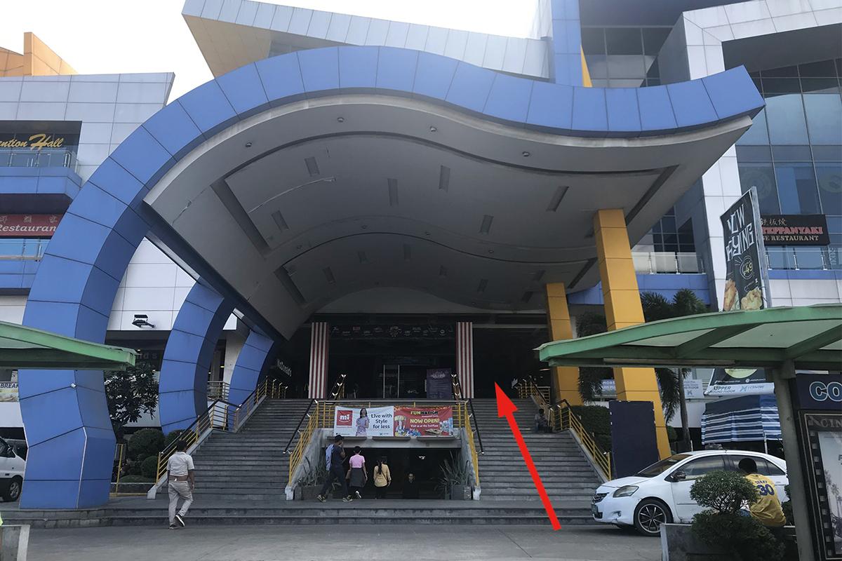 セブ島にあるJセンター・モールの入り口