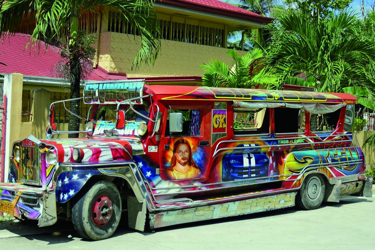 フィリピンでの皆の足ジープニー又はジプニ―