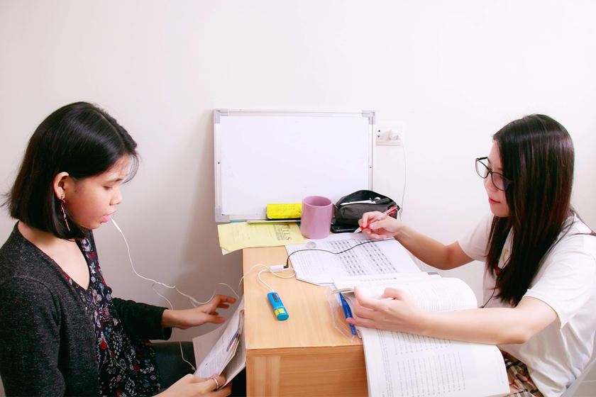 英語の授業は、個室でのマンツーマンレッスンになります