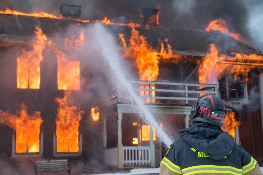 変圧器を使わないと火事の原因になります