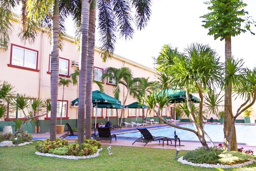 ホリデイスパホテルのプール