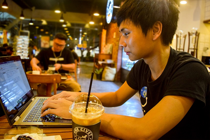 東さんは教員免許を取るべく勉強中