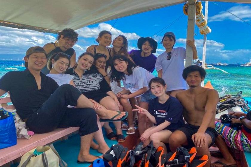学校の友達と綺麗な海へ